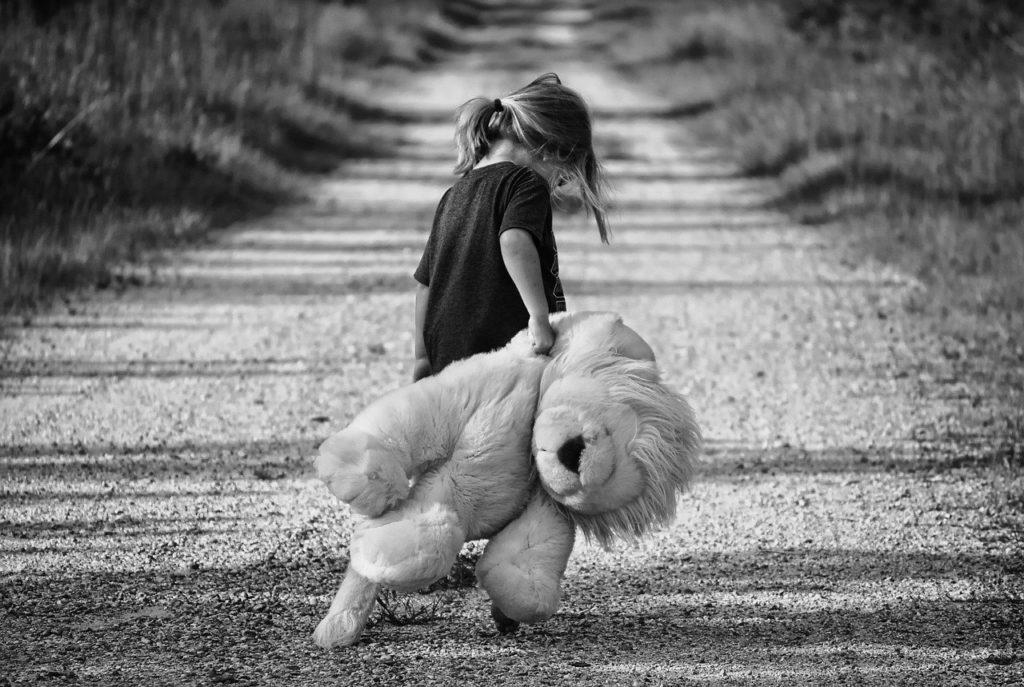 girl, walking, teddy bear