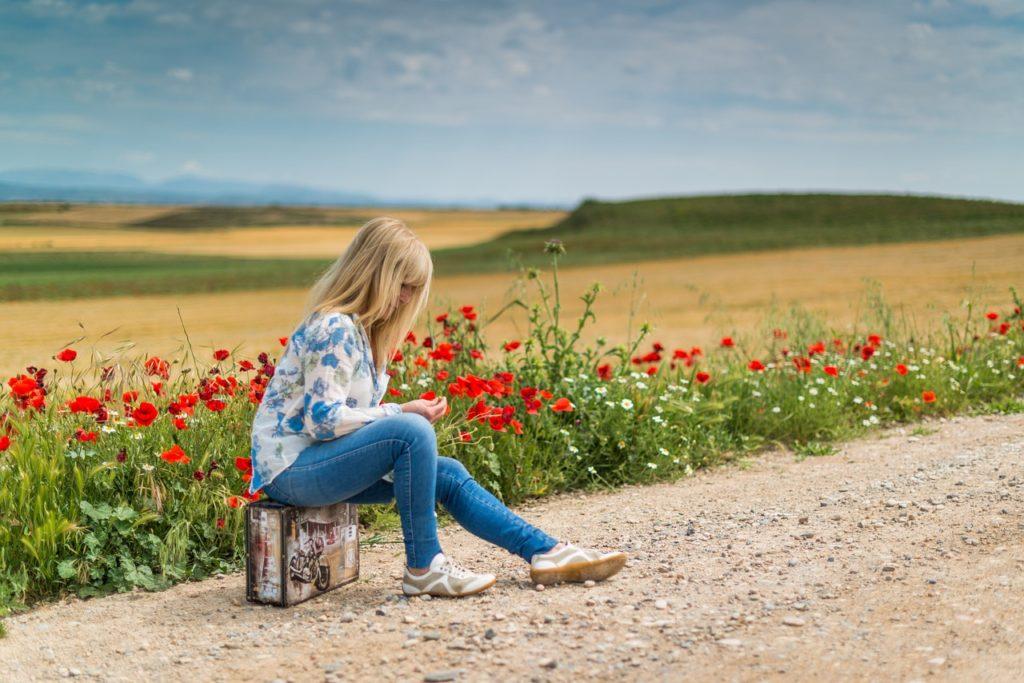 suitcase, woman, girl-1488516.jpg